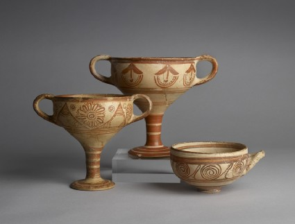 Mycenaean kylix decorated with painted floral design