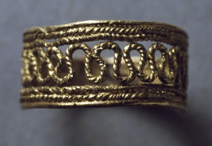 Pale-gold finger-ring with openwork decoration with hoop of six strands