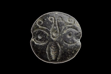 Lentoid seal with a butterfly motif
