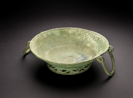 Bronze bowl decorated inside with circular grooved lines in sets of three