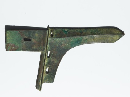 Spearhead with pointed and faceted blade