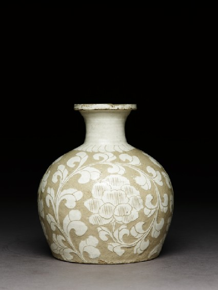 Cizhou type jar with floral decoration