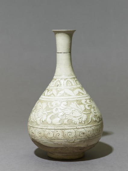 Cizhou type vase with floral decoration