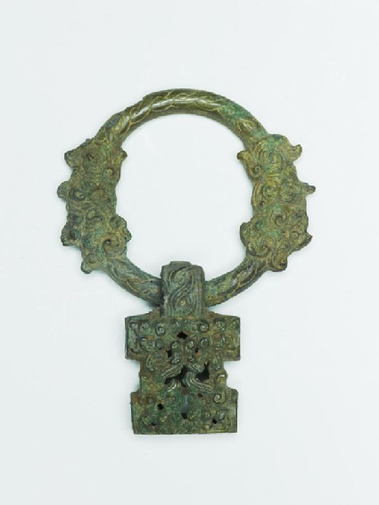 Ring handle with geometric design