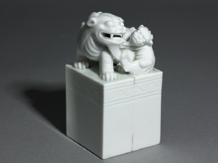 Porcelain seal surmounted by shishi, or lion dog, and pup