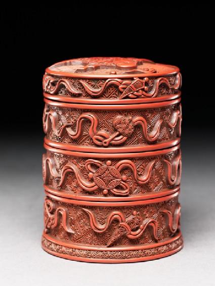 Lacquered box with auspicious symbols
