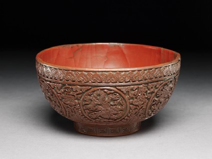 Lacquer bowl with dragons