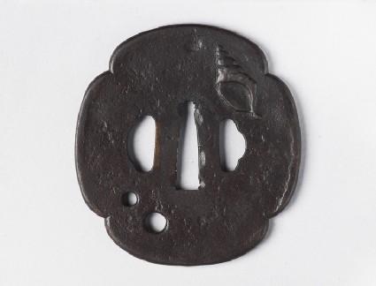 Mokkō-shaped tsuba with design of a conch shell