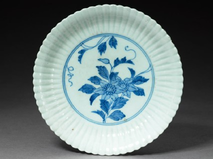 Fluted plate with flower spray