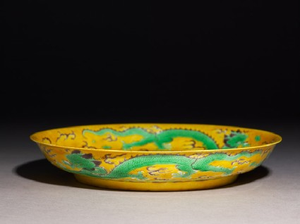Dish with three dragons amid clouds