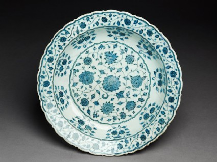 Dish with lotus scroll and floral clusters