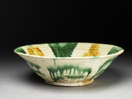 Bowl with sgraffito decoration
