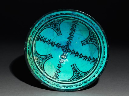Bowl with arabesques and a crossed chain