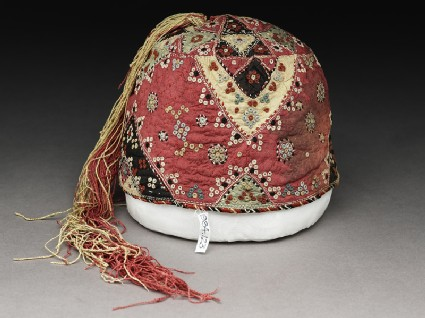 Boy's cap with triangles and clusters