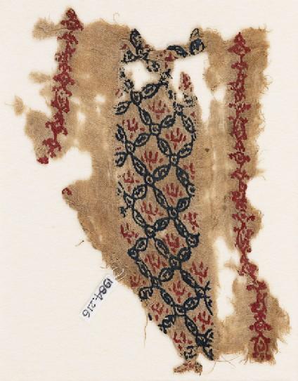 Textile fragment with interlacing circles