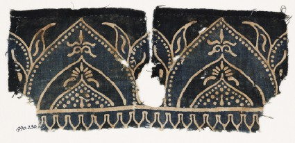 Textile fragment with arches and flower-heads on tabs