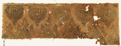 Textile fragment with spirals in braided frames