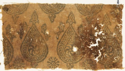 Textile fragment with spirals in braided tear-drops