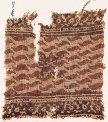 Textile fragment with S-shapes and an ornate quatrefoil