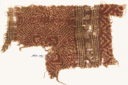 Textile fragment with medallions, quatrefoil, and rosettes