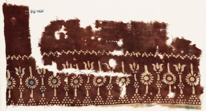 Textile fragment with rosettes and possibly columns