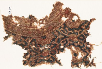 Textile fragment with interlacing tendrils and leaves