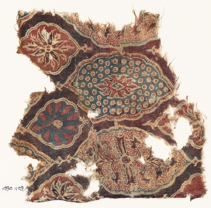 Textile fragment with lobed medallions and flowers