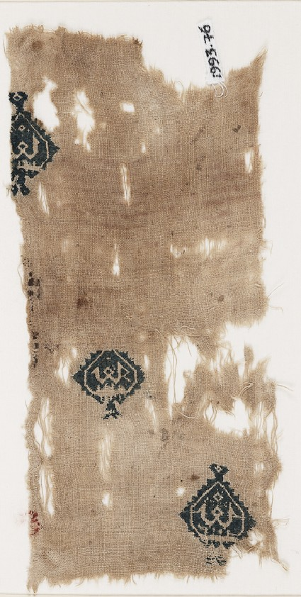 Textile fragment with diamond-shaped medallions containing a pseudo-Kufic word