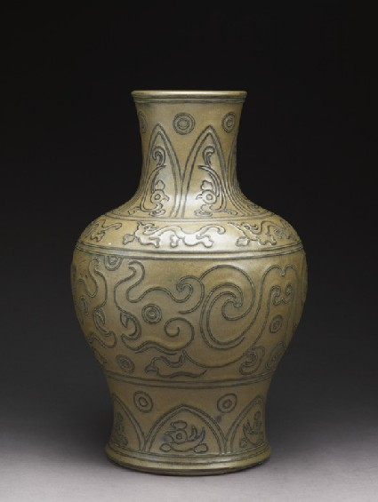 Vase with motifs in the style of a Chinese bronze