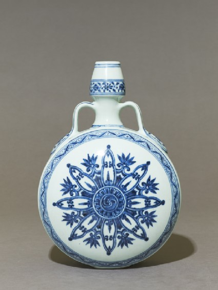 Blue-and-white moon flask or bianhu
