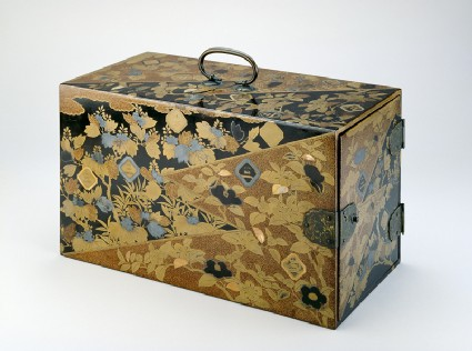 Box decorated in Kōdaiji style, with mon crests of the Inaba family