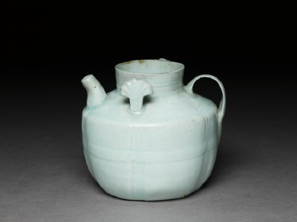 White ware ewer with lugs