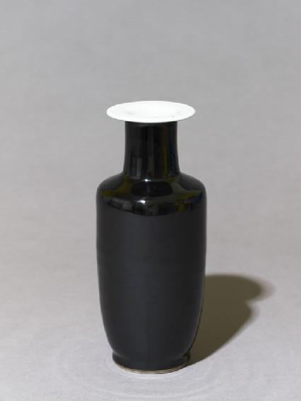 Vase with 'mirror-black' glaze