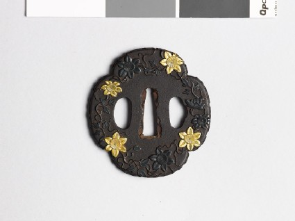 Mokkō-shaped tsuba with trails of clematis