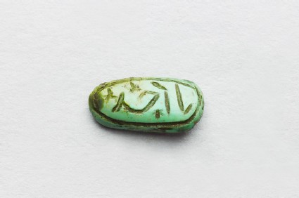 Oval cabochon amulet with inscription in cursive script and branch decoration