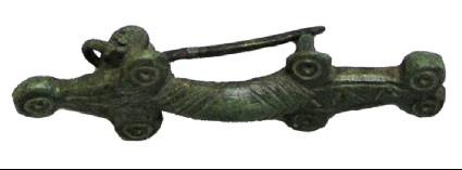 Asymmetrical brooch