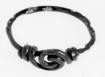 Finger-ring with ends twisted together to form spiral bezel