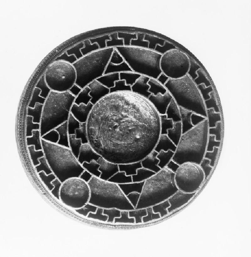 Jewelled disc brooch (AN1909.198)