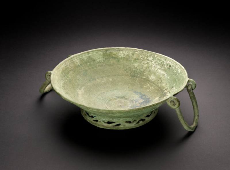Bronze bowl decorated inside with circular grooved lines in sets of three (AN1942.257)