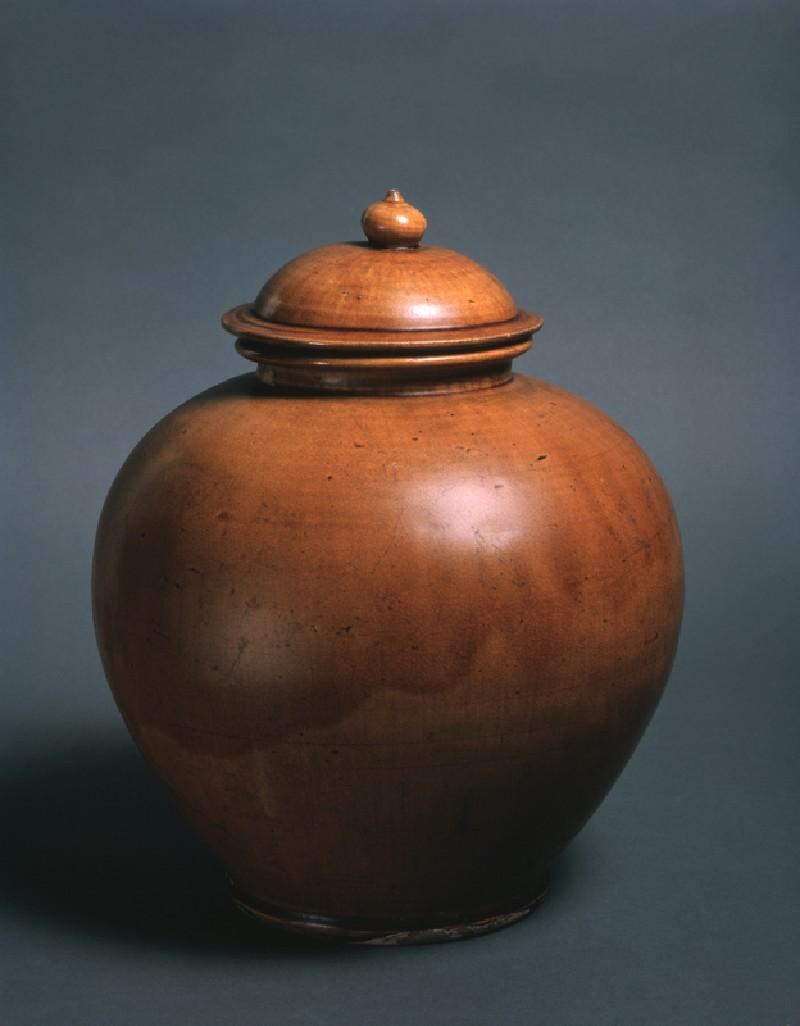 Lidded jar (EA1956.195, oblique            )
