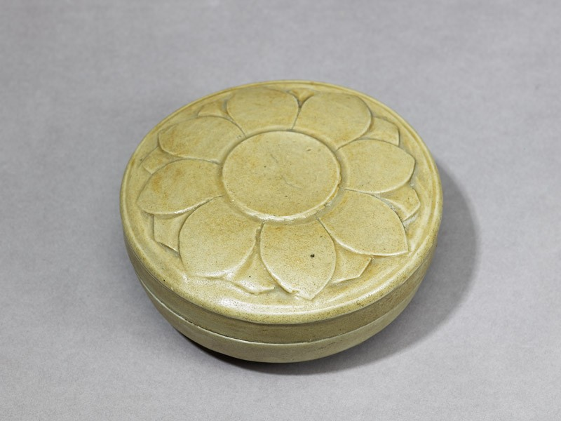 Greenware box with lotus flower (EA1956.326, oblique            )