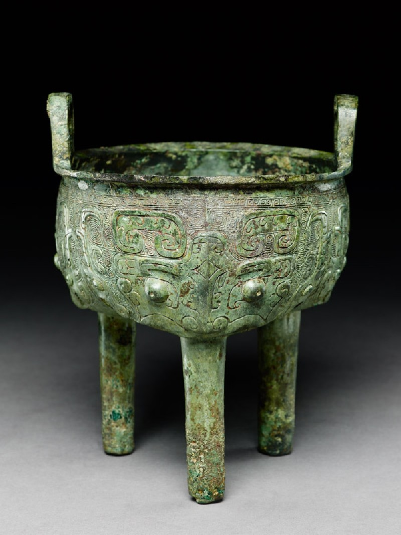 Ritual food vessel, or ding, with dragon and taotie masks (EA1956.831, oblique            )