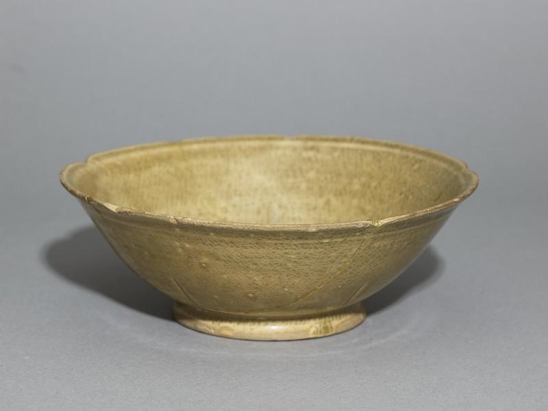Greenware bowl with foliated rim (EA1956.1021, oblique             )