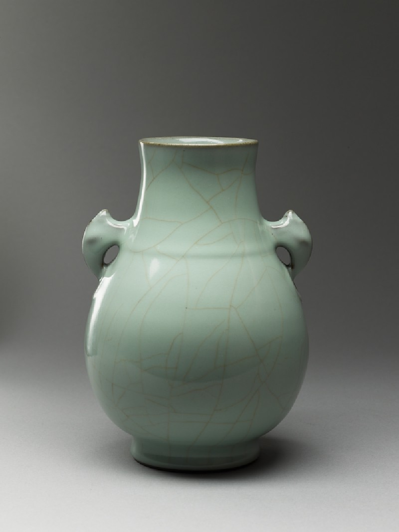 Vase in the form of an ancient bronze vessel