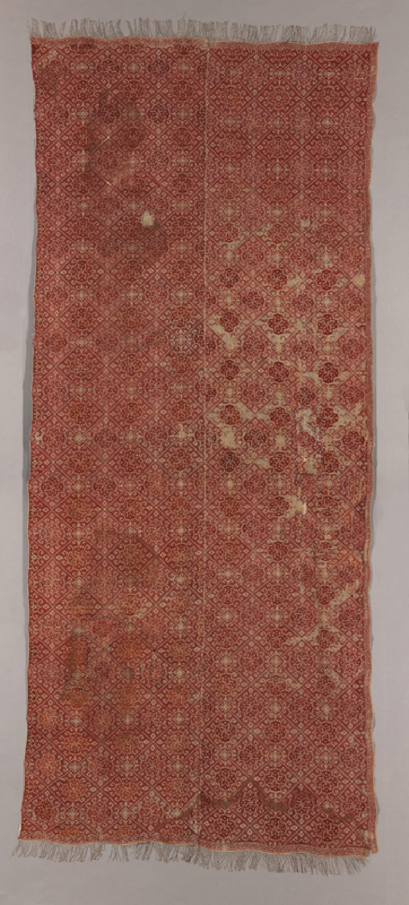 Coverlet with diamond-shapes containing medallions and protruding hooks (EA1978.114, front            )