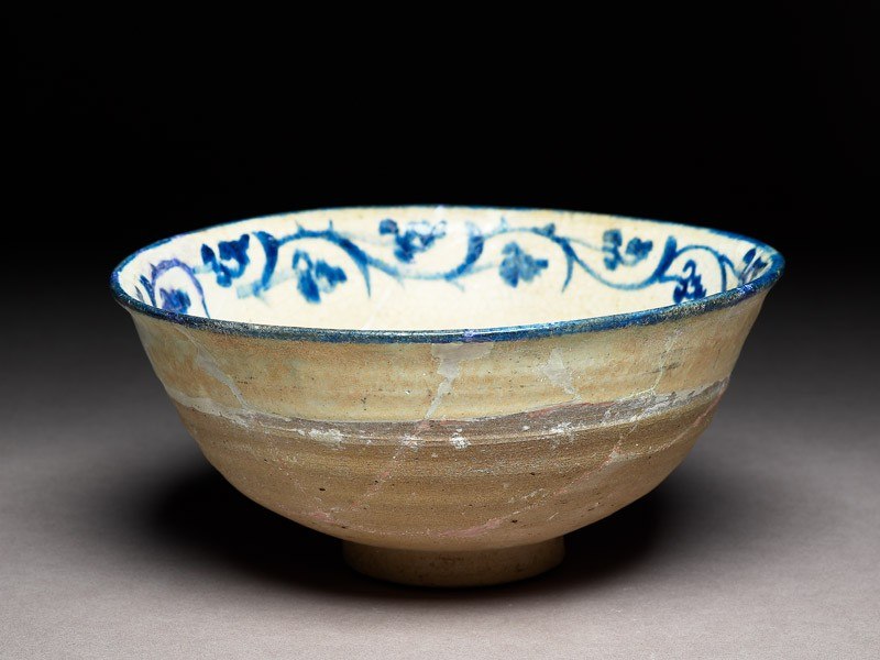 Bowl with rosette and vegetal scroll (EA1978.1599, oblique             )