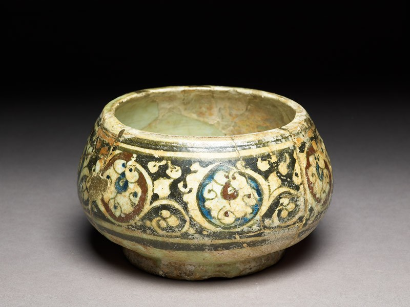 Bowl with scrolling palmettes (EA1978.2185, oblique             )