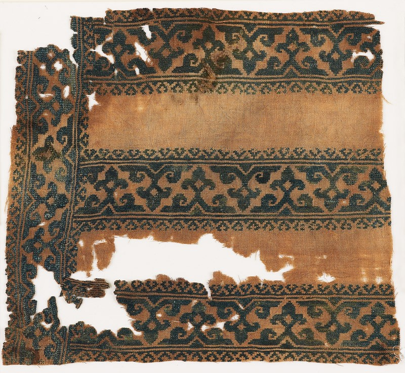 Textile fragment with tendrils, trefoils, and foliate borders (EA1984.373, front            )