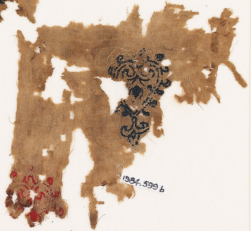 Textile fragment with hearts with trefoil points (EA1984.599.b, front              )