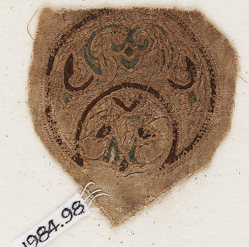 Roundel textile fragment with blazon (EA1984.98, front           )